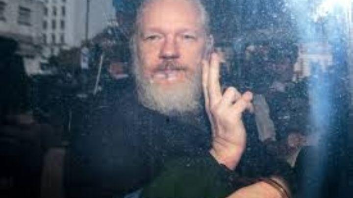 "La súplica de Snowden a Trump: ""Por favor libere a Julian Assange"""