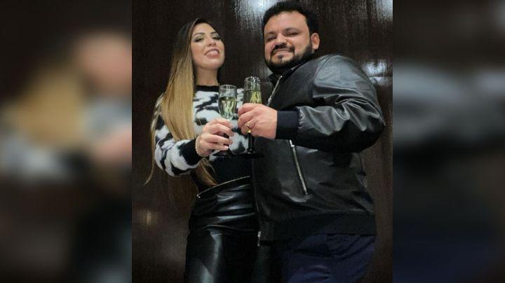 Entre copas, papás de Christian Nodal viven cena romántica por su 23 aniversario