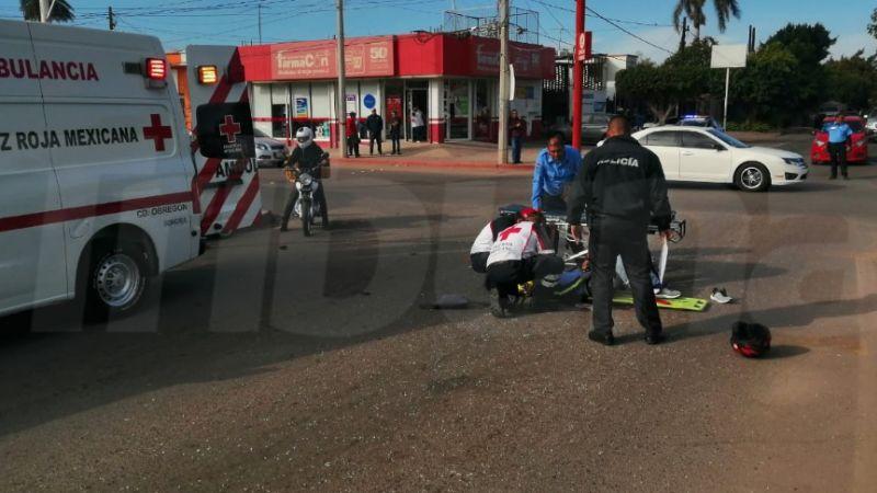 Un brazo quebrado, el saldo de un choque entre motociclista y un auto