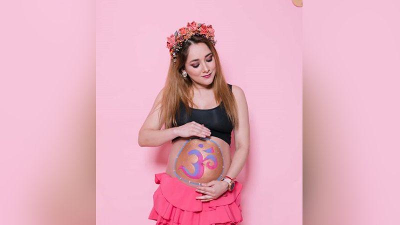 Sherlyn cautiva a fans al interpretar 'You and Me' para su bebé en su vientre