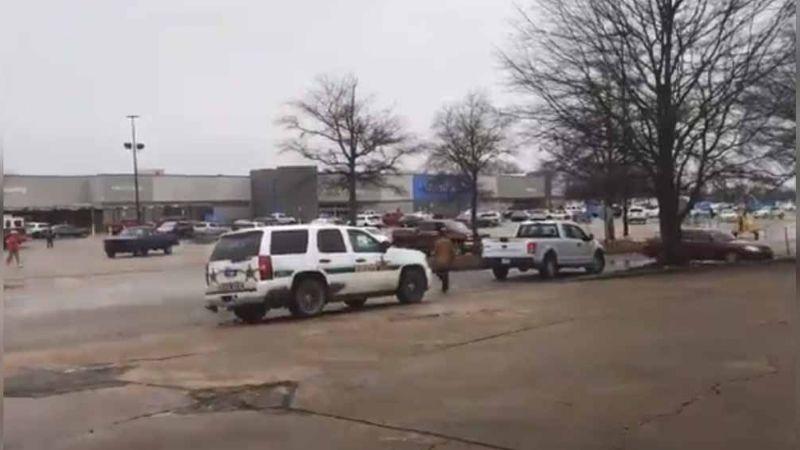 Tiroteo en Walmart de Arkansas deja a 2 oficiales heridos, 1 en condición crítica