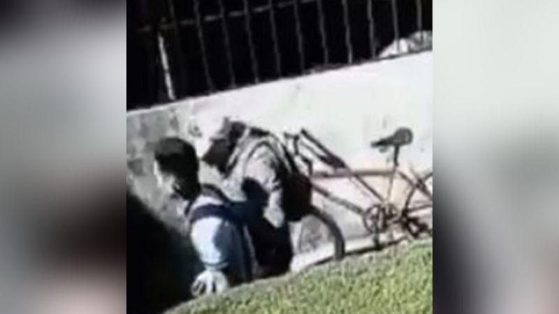 VIDEO: Exreo es captado al asaltar a un menor que venía de la escuela