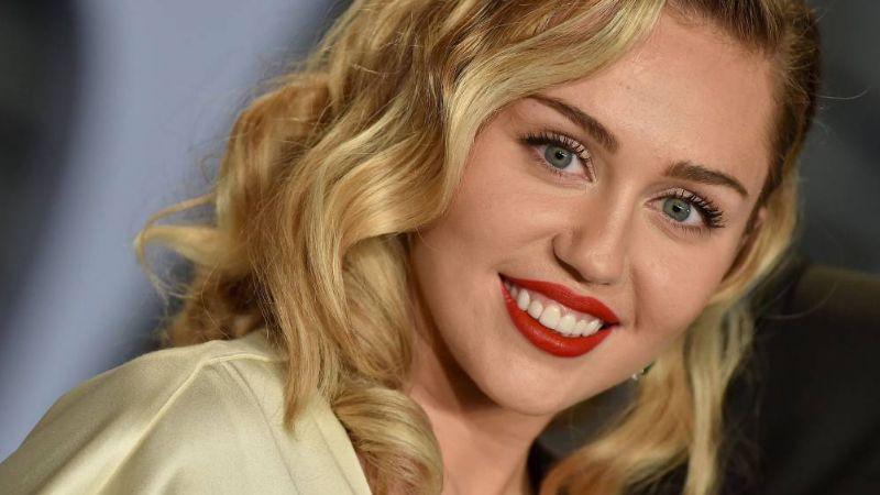 Miley Cyrus se convierte en modelo sorpresa en la Semana de la Moda de NY