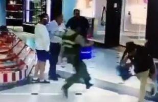VIDEO: Una zancadilla de héroe anónimo frustra asalto en una plaza