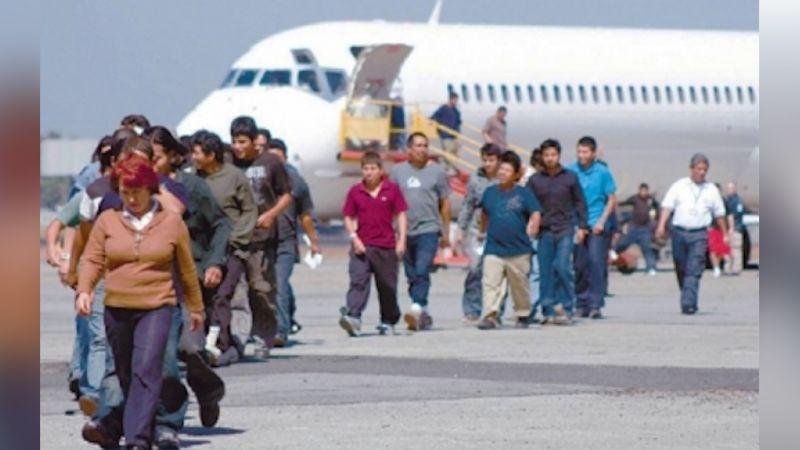 Francia prohíbe a pasajeros bajar de avión; podrían tener coronavirus