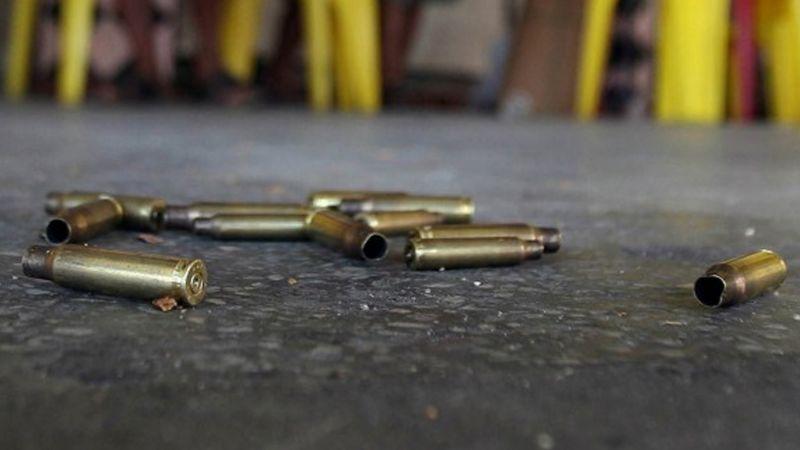 De varios disparos, dos hombres son asesinados dentro de bar en Puebla