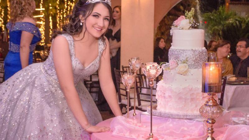 Linda Pamela Landeros Covarrubias celebra sus XV años de ensueño
