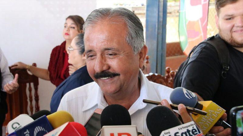 """Alcalde de Culiacán orina en la calle: """"No había baños, ni modo que me reviente"""""""
