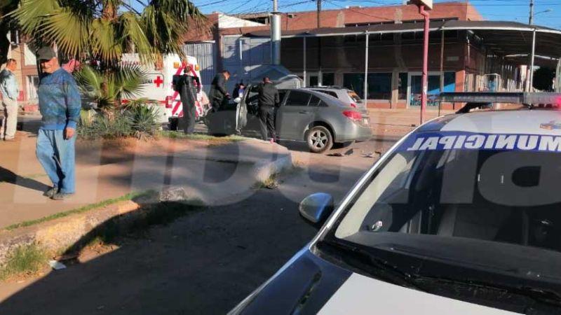 Aparatoso accidente al sur de Obregón deja saldo de dos personas lesionadas
