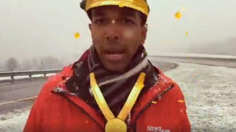 VIDEO: Reportero se hace viral al hacer transmisión en vivo con filtros
