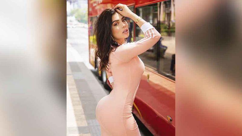 Tracy Sáenz deleita pupilas al presumir su nuevo piercing en el ombligo
