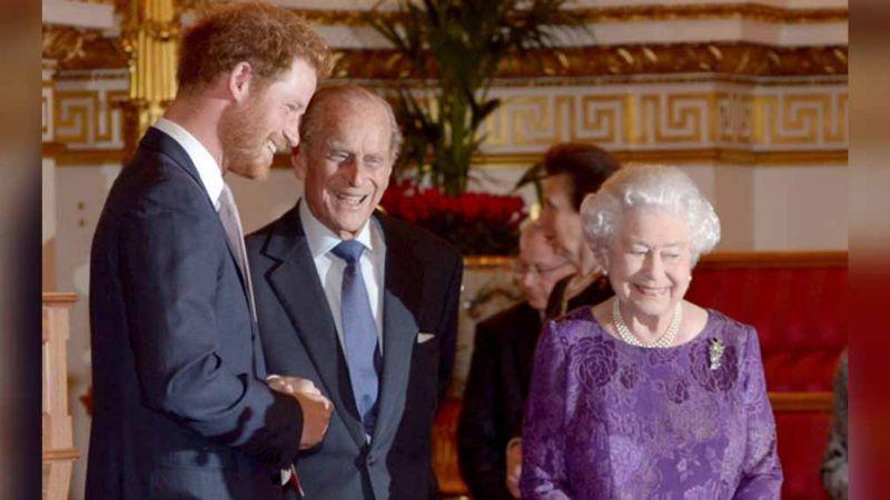 Isabel II y el gesto con el que muestra a Harry que siempre podrá contar con ella