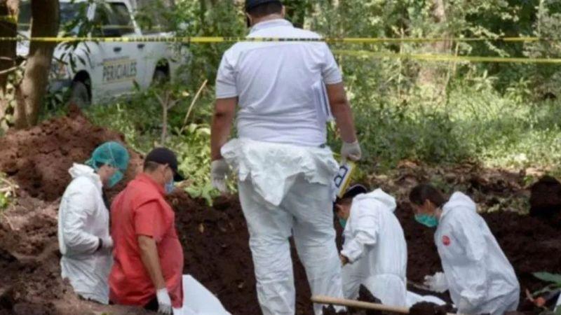 Grotesco hallazgo: Descubren fosa clandestina con 11 cuerpos en Uruapan