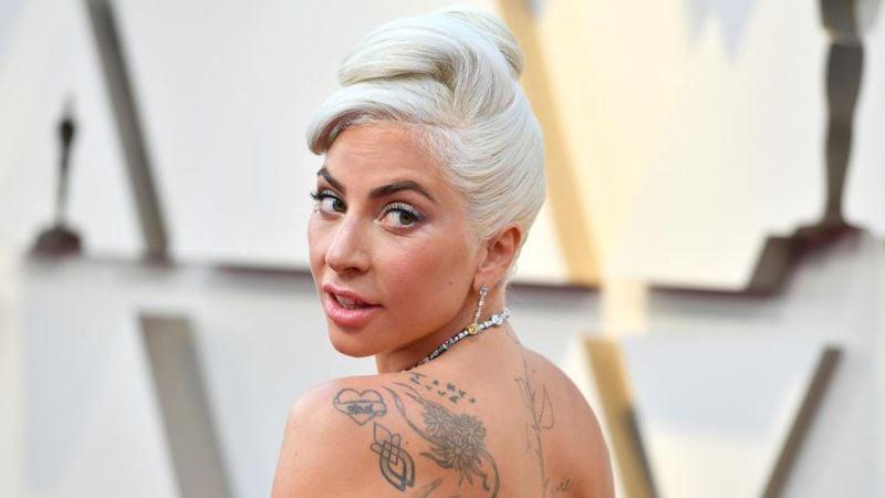 ¿Nueva conquista? Captan a Lady Gaga abrazada de un galán en el Super Bowl