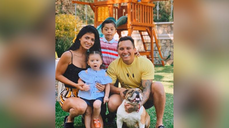 """Critican a Edwin Luna por despreciar a hijo de Kimberly Flores: """"No lo quieres"""""""