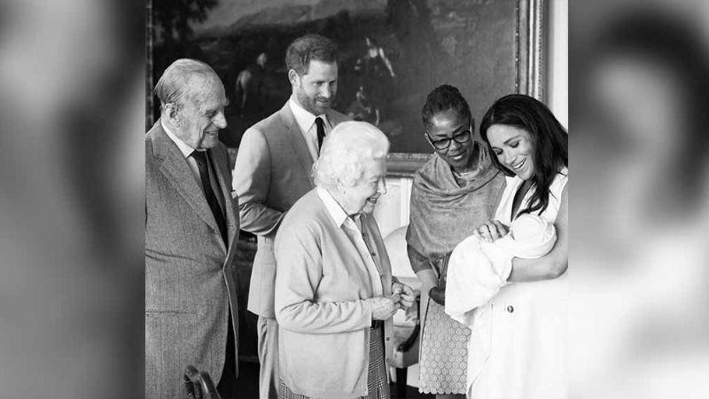 """La Reina Isabel II estaría """"muy triste"""" por esta decisión de Meghan y Harry"""