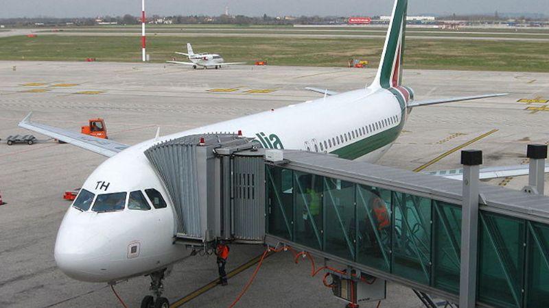 Coronavirus: España prohíbe vuelos directos con Italia durante 14 días