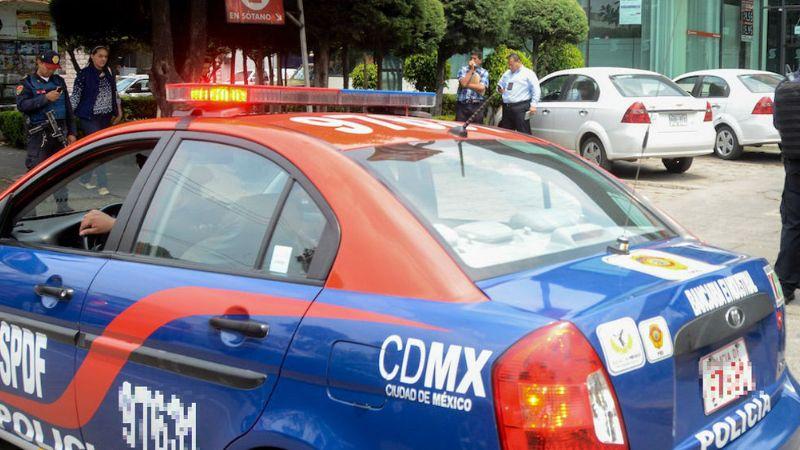 Detienen semidesnudo a policía por abuso sexual de una mujer en CDMX