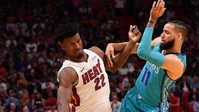 Los Hornets triunfan ante el Heat y mantienen esperanzas de playoffs