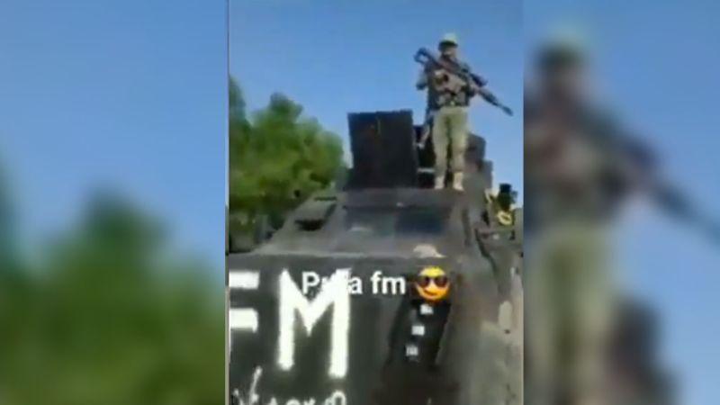 VIDEO: 'Monstruos' blindados de La Familia Michoacana llegan a Zirándaro