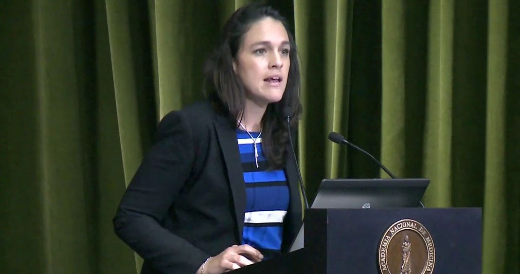 Ella es Arantxa Colchero Aragonés, la esposa de Hugo López-Gatell