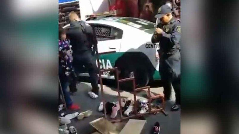 Comerciante y policía protagonizan pelea en el primer cuadro de CDMX