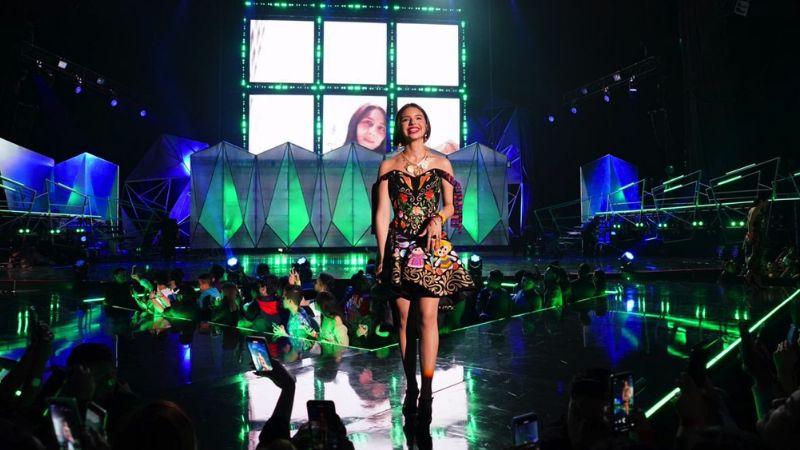 Ángela Aguilar orgullosa de sus raíces, luce increíble vestido en Spotify Awards