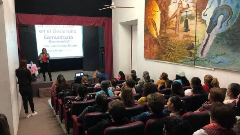 El Sistema DIF de Álamos organiza una conferencia para las mujeres