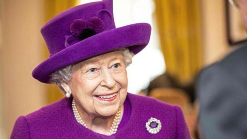 Reina Isabel II, imparable: Asegura no temer a coronavirus y no cancela evento