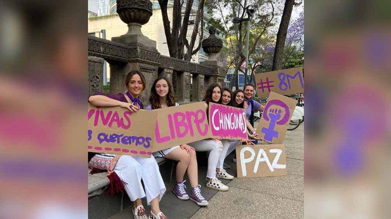 Andrea Legarreta critica vandalismo tras marchar con sus hijas por Día de la Mujer