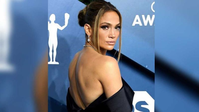 FOTOS: Jennifer Lopez conmemora el 8 de marzo junto a mujeres poderosas