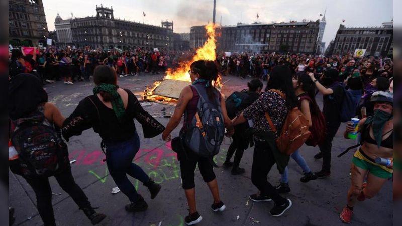 Marchas feministas en CDMX dejan 18 policías heridas y con quemaduras
