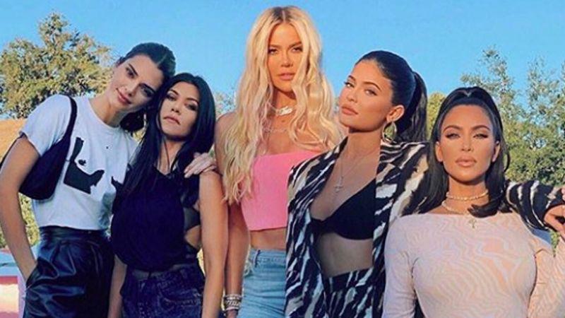 Atrevido traje de baño de Khloé Kardashian deja sin aliento a Instagram