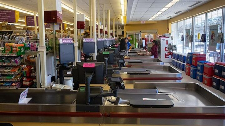 Donante anónimo cubre los gastos de gente necesitada en compras de supermercado