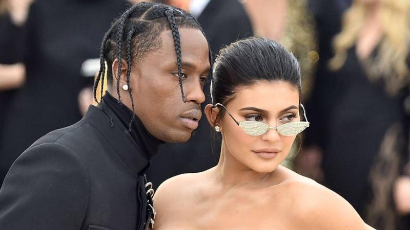 "Tras reconciliarse con Travis Scott, Kylie Jenner dedica amoroso mensaje: ""Bendecidas de tenerte"""