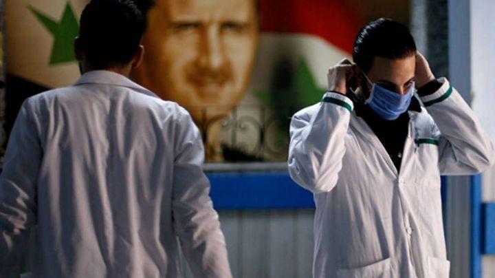 ¡A noquear al coroanvius! Doctor sirio muestra su boxeo dentro del hospital
