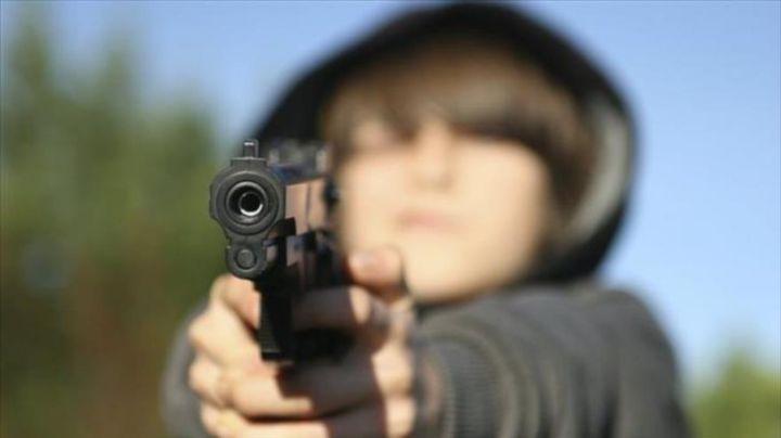 Juego trágico: Niño mata a su hermano al dispararle con un arma 'de juguete'