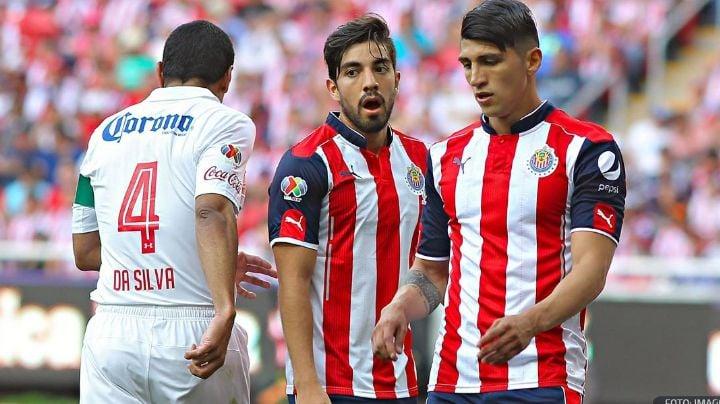 """Rodolfo Pizarro y Alan Pulido, los futbolistas """"nacos"""" que usan cubrebocas de marca"""