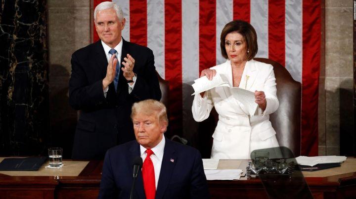"""Nancy Pelosi llama """"obeso mórbido"""" a Donald Trump al criticarlo por medicarse contra Covid-19"""
