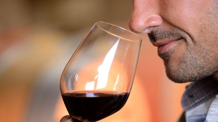 El vino tinto es un buen antioxidante y ayuda a prevenir enfermedades del corazón