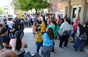 Empleados de maquiladora textil protestan tras despedidos; los recortaron por ser del grupo 'vulnerable'