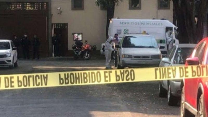 CDMX: Fétido olor lleva al macabro hallazgo de dos cuerpos en una camioneta