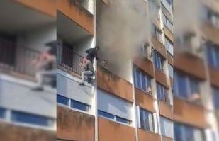 VIDEO: Tres jóvenes arriesgan sus vidas para salvar a