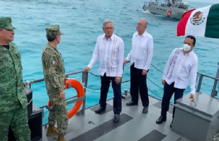 AMLO conmemora el Día de la Marina con ascensos y condecoraciones