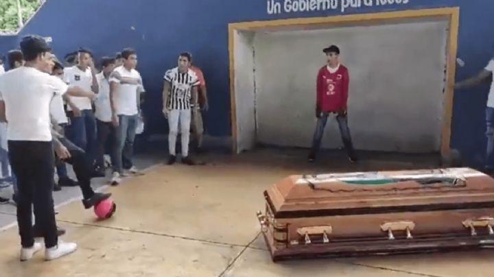 VIDEO: Con un último gol, compañeros despiden emotivamente a Alexander