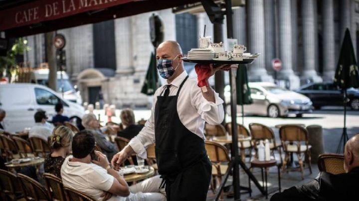 París vuelve a la normalidad: Restauranteros reabren las puertas a sus clientes