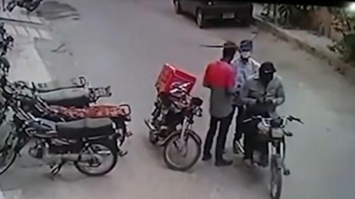 (VIDEO) Ladrones regresan pertenencias a víctima ¡y hasta lo consuelan!