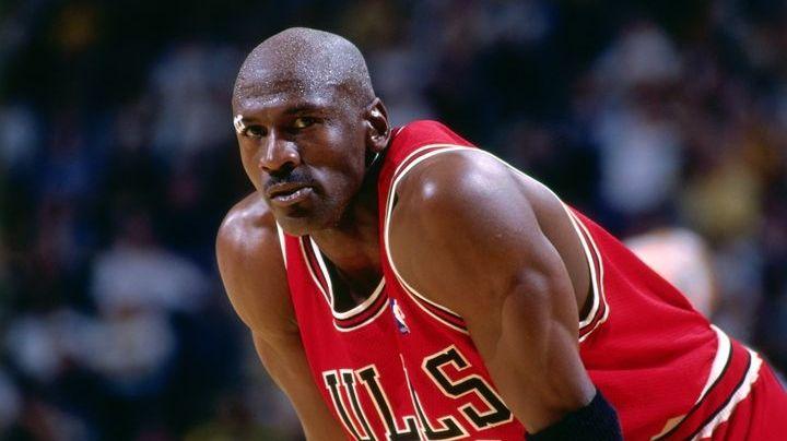 El día en que Michael Jordan terminó con una costilla rota por otro jugador de la NBA