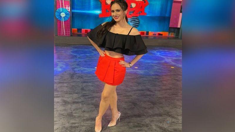 """""""Una muñeca"""": Wendy Braga cautiva 'Cuéntamelo Ya' con sensacional 'outfit'"""