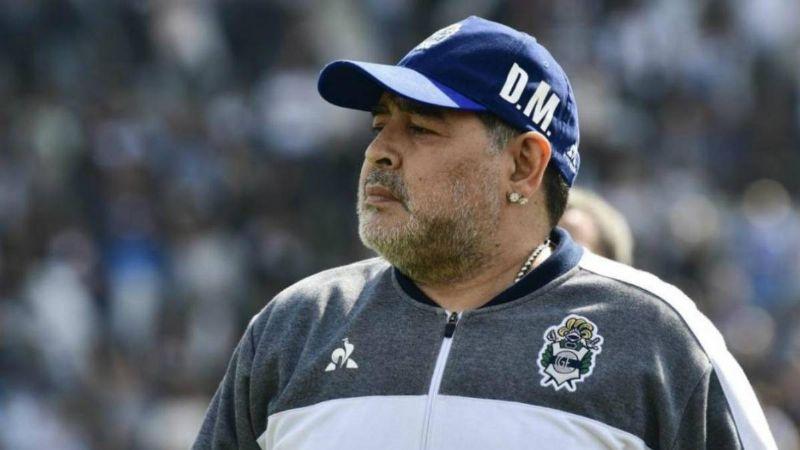 """(VIDEO) """"Viejo asqueroso"""": Maradona enseña su 'bombón asesino' mientras baila"""